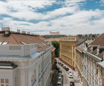 Superiorly renovated 2-room apartment in the Old Town