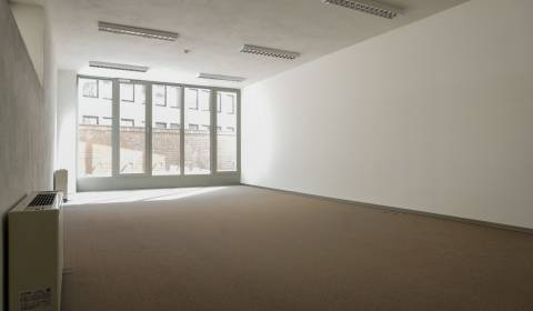 Nice office (130m2) in a new building with terrace under the castle