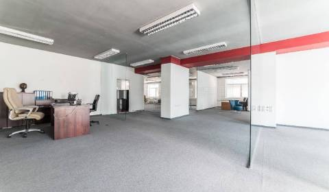 Quality office spaces 308m2, open space, A/C, parking