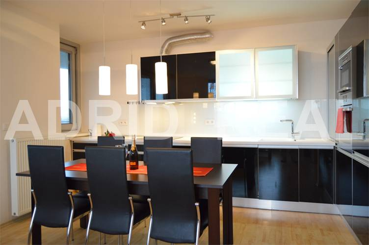 DAZZLING & PRACTICAL THREE-BEDROOM APARATMENT IN NEW BUILDING