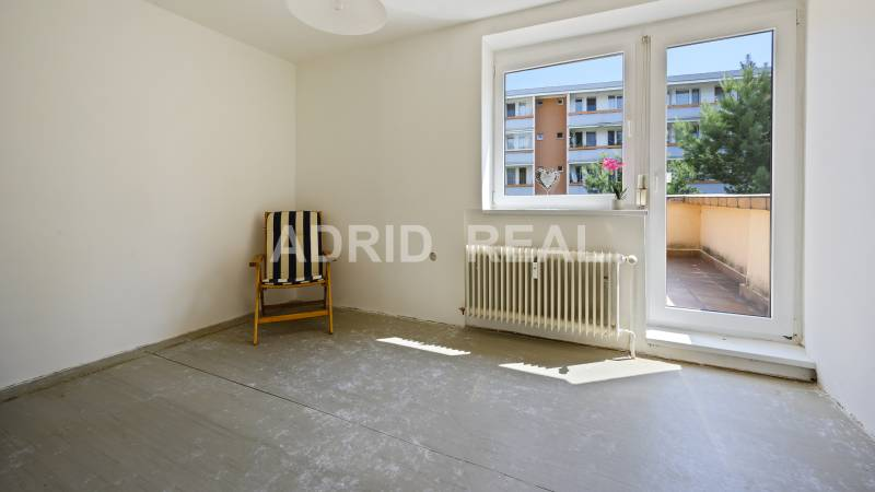 REAL SHOWS IN THE LEADING ROLE: THREE-ROOM FLAT WITH TWO TERRACE